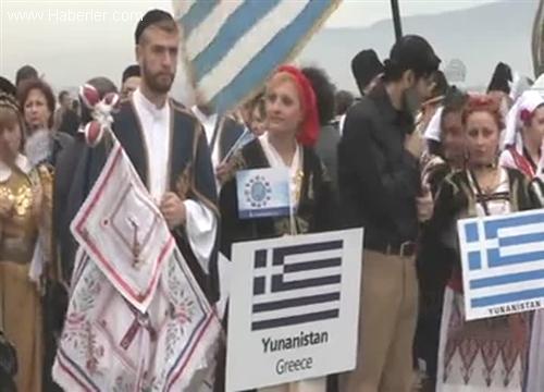 İzmir'de '9. Balkanlılar Halk Dansları Festivali' başladı